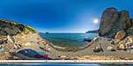 Яшмовый пляж у скалы Крест